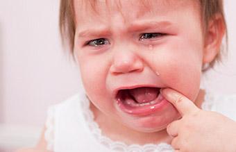 bébé poussées dentaires