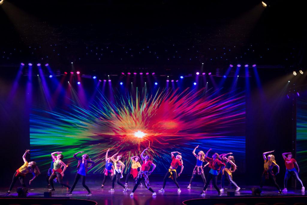 De la street dance explosive et haute en couleur lors de la représentation annuelle Family Fitness
